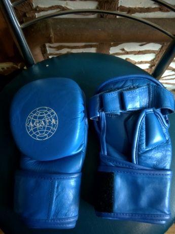 продам перчатки для кикбоксинга