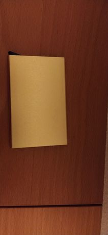 Porta cartoes dourado