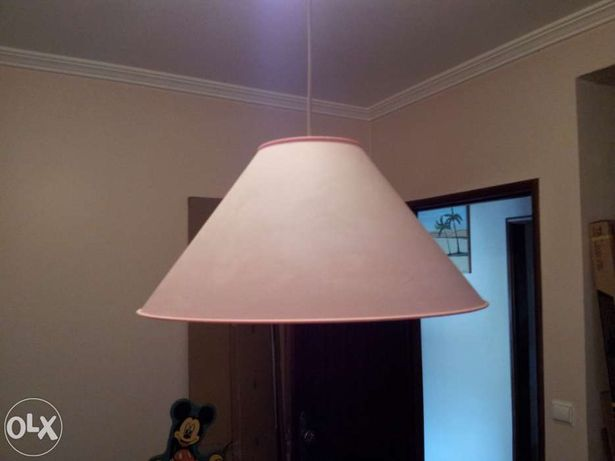 Candeeiro de tecto cor de rosa