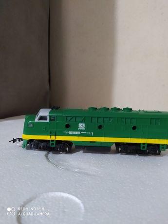 Locomotiva HO nova