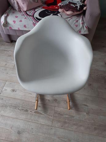 Fotel krzesło bujane na biegunach rezerwacja