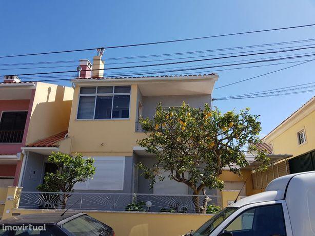 Apartamento - Arrendamento T2 em São Domingos de Rana