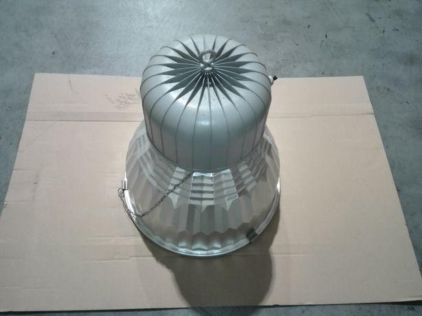 Suportes de iluminação industrial com lampada em bom estado