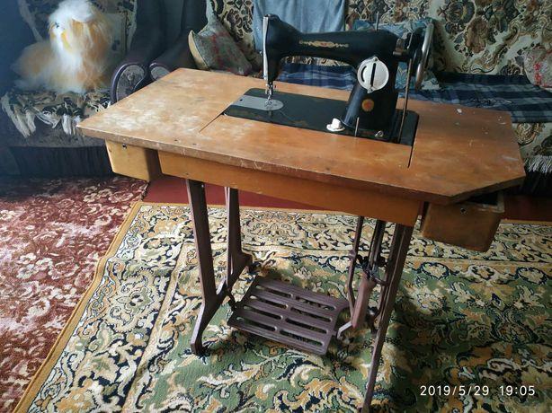 Швейна машинка швейная машина ПМЗ