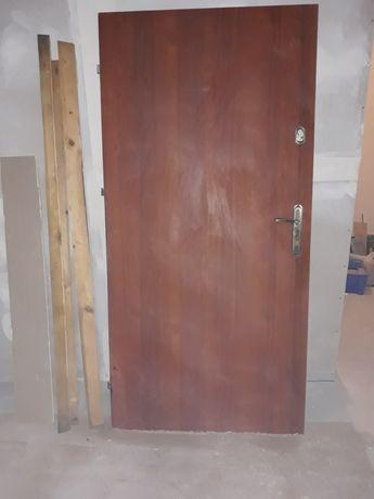 Drzwi zewnętrzne pełne 90
