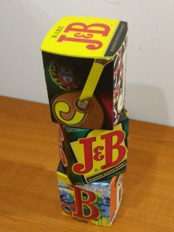 Arte e design: porta garrafa, garrafeira, porta-garrafas, caixa J&B