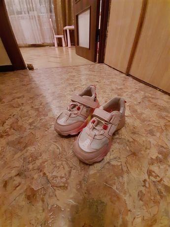 Кроссовки на девочку демисезонные