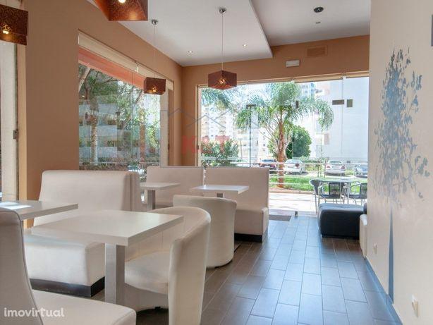 Snack-Bar com boa esplanada, perto da Praia, numa zona mu...
