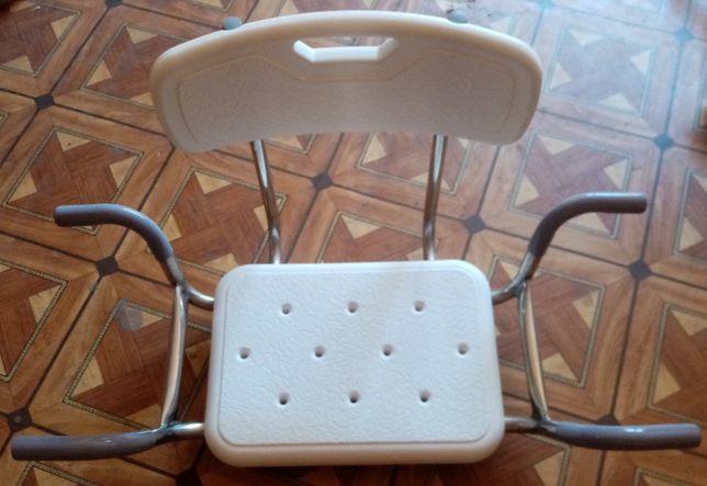 инвалидное кресло для ванны белое,новое в упаковке,сталь нержавейка