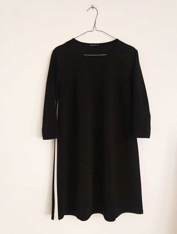 Czarna sukienka Stradivarius