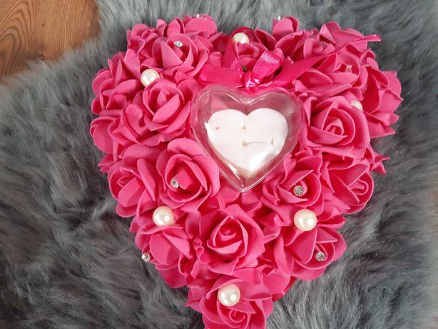 Poduszka serce róże na obrączki, fuksja