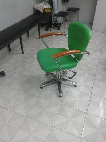 Cadeira mais 3 mesas Cabeleireiro