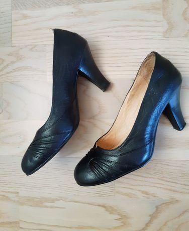 Чёрные туфли кожа/шкіра взуття на каблуку