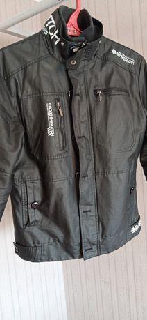 Непромокаемая куртка, стильная. Отличное состояние