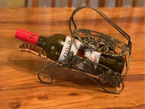 Ozdobny stojak na wino