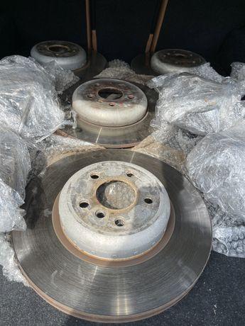 Комплект тормозные диски G30 , комплект суппортов передние и задние !