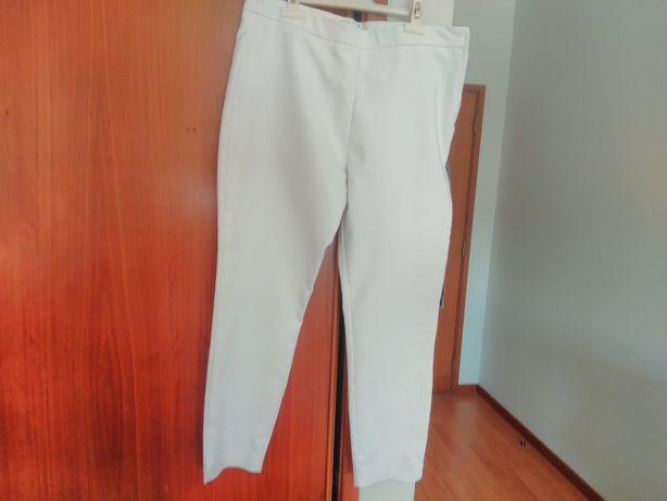 Calças brancas boa qualidade modernas,como novas com fecho de ll