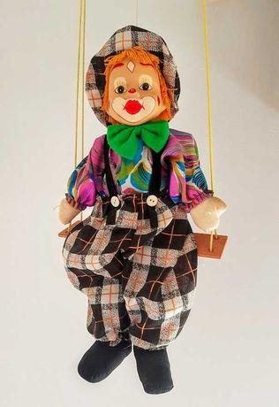 Boneco figurino marioneta palhaço no baloiço da década 1980