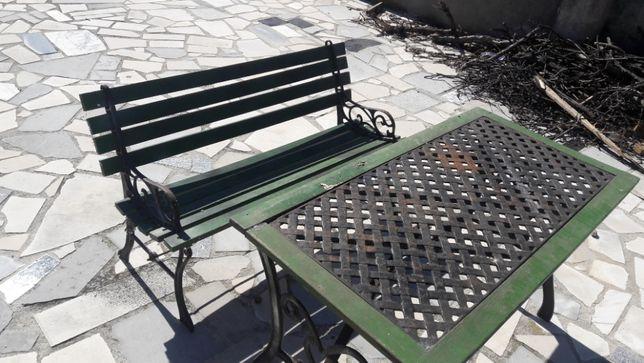 Mesa de jardim em ferro