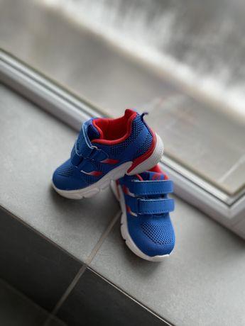 Детская летняя удобная обувь кроссовки