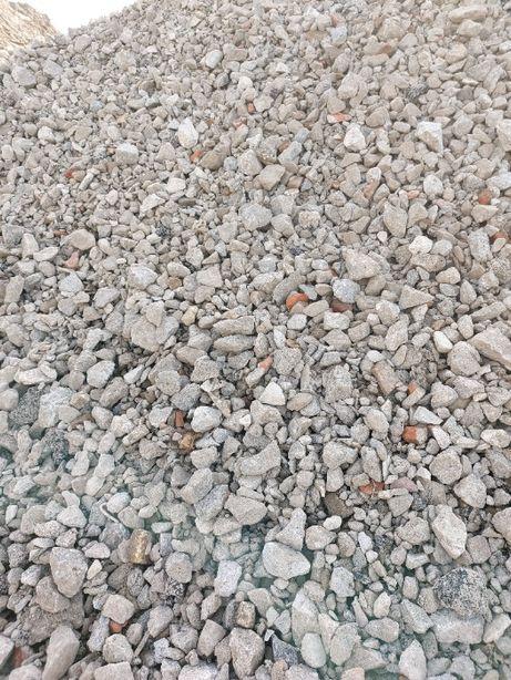 Tłuczeń betonowy gruz betonowy podkład kruszywo betonowe
