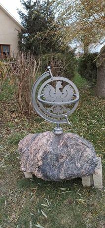 Figurka ozdoba pomnik orzeł na kamieniu