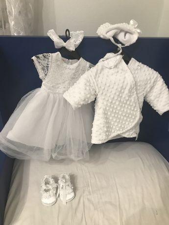 Sukienka do chrztu, płaszczyk, czapeczka, buciki z różyczkami