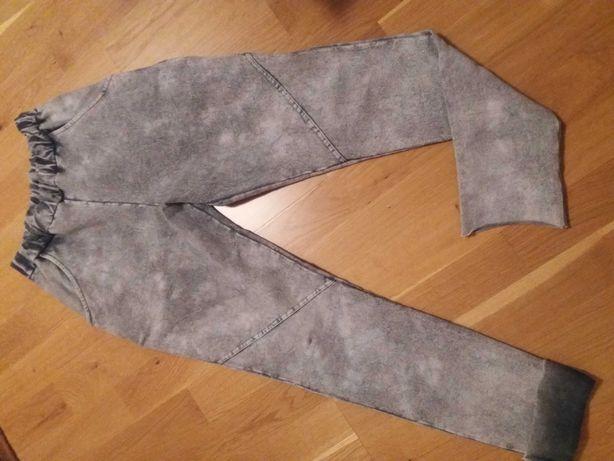 Spodnie leginsy popielate przecierane