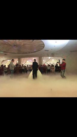 Важкий дим, конфеті, холодні вогні на перший танець
