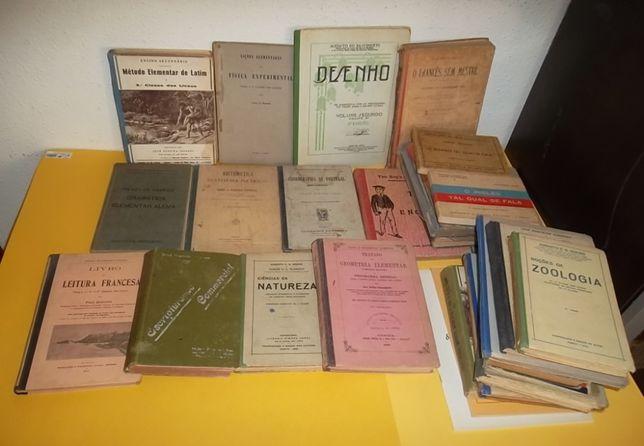 29 livros escolares antigos de 1926 em diante