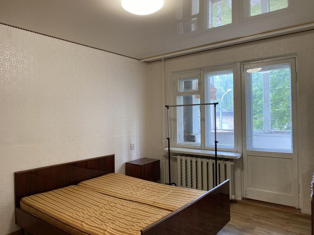 Сдам 1 комнатную квартиру площадь 700 летия в жилом состоянии