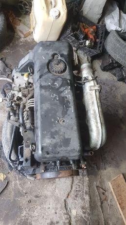 Запчастини мотора 2.5 д Рено трафік 98-03