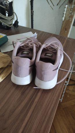 Продам женские кроссовки nike размер 40