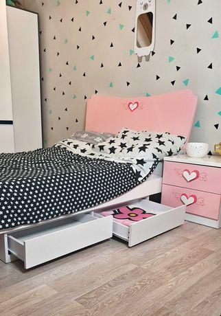 Łóżko 120 x 200  lakierowane biało- różowe