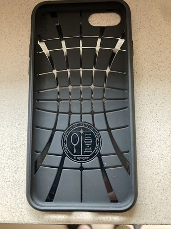 Etui iphone czarne Spigen
