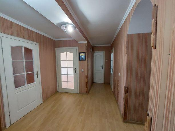 Продається 3-кімнатна чешка в хорошому житловому стані на Білоруській