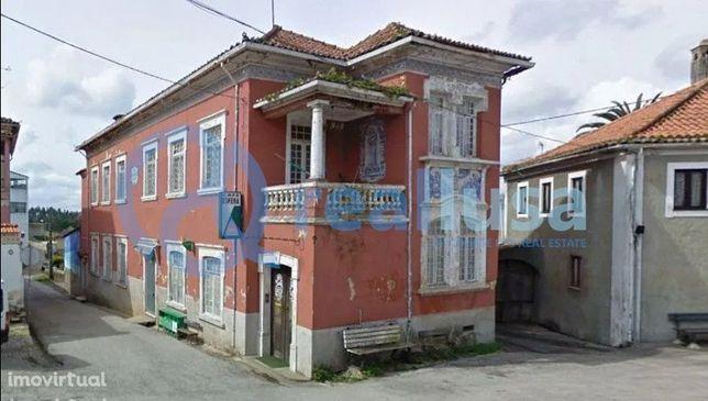 Moradia T6 para recuperar em Moita, Anadia, Aveiro. Excelentes condiçõ