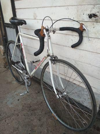 Шоссейний велосипед Бианчи.