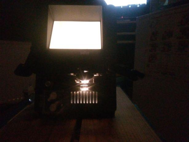 Projektor stary na filmy animowane