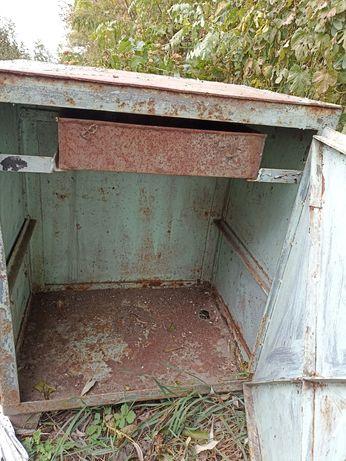 Железный шкафчик