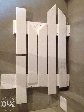 Marmur Biały-obudowa kominka.