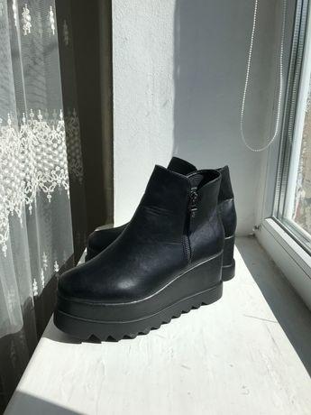Жіноче осінньо-весняне взуття
