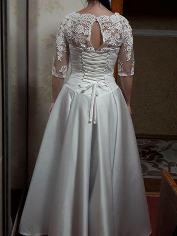 Продаэться весiльна сукня та шубка в хорошому станi недорого