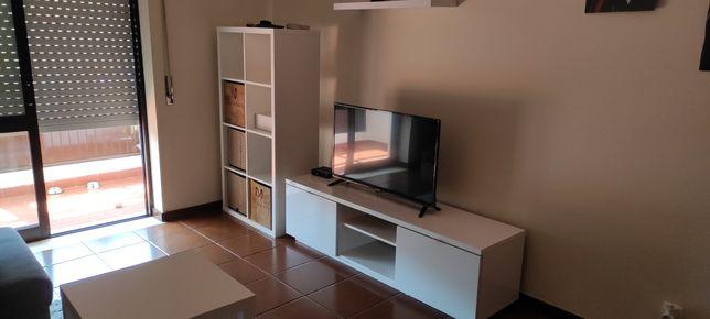 Móvel de tv + cubos + mesa de centro