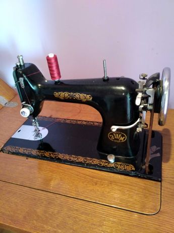 Продам швейну машинку