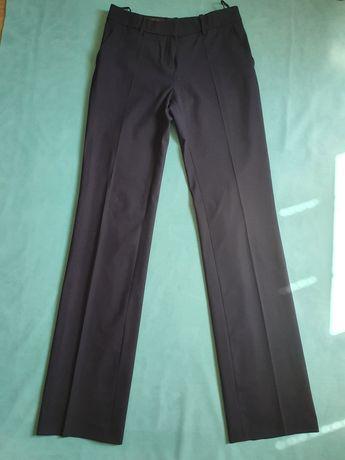 Классические женские брюки Loro Piana.