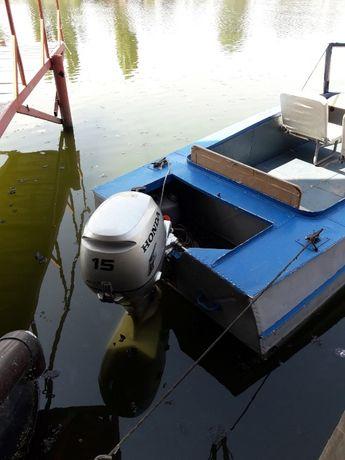 Продаю лодку с мотором