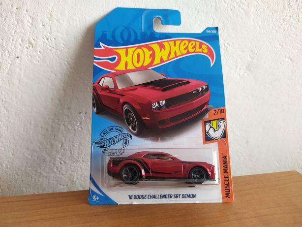 Hot Wheels '18 Dodge Challenger SRT Demon 1:64 modelik resorak amcar