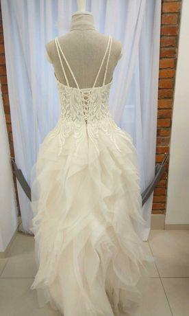 Suknia ślubna falbanki