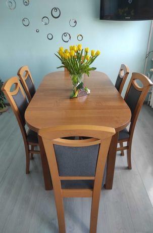 Stół z sześcioma krzesłami. Komplet